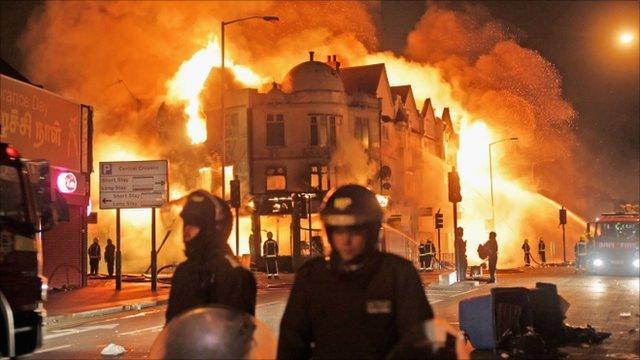 54497235 police croydon - Violance in UK