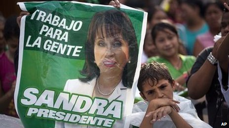 Supporters of Guatemala&#039;s former first lady Sandra Torres protest outside the Constitutional Court in Guatemala City, Monday 8 August 2011.
