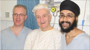 Leslie Dunn with surgeons Dr Harkness and Dr Toor