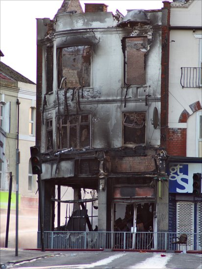 Burnt out building in Croydon, London. Photo: Molly Tebbutt