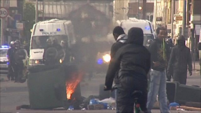 UK riots: Second night of unrest in Midlands
