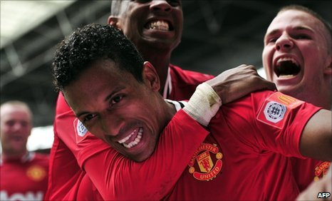 United celebrate Nani's late winner in the Community Shield