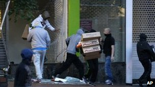 Looters take electrical goods from a shop in Birmingham. Photo: 9 August 2011