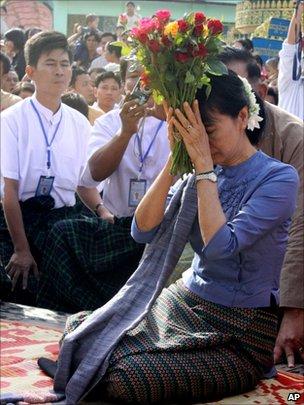 Aung San Suu Kyi in Bago, 14 August 2011