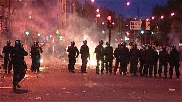 Metropolitan Police respond to riot on scene