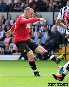 Manchester United&#039;s Wayne Rooney opens the scoring