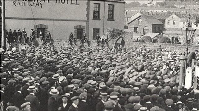 Crowds outside the Station Hotel in Llanelli in August 1911 Photo: Llanelli Library Service