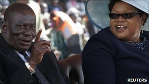Solomon Mujuru (L) and his wife Joice Mujuru (R), photographed in August 2009