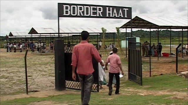 No-man's-land border market