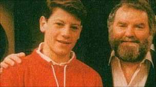 A young Ioan Gruffudd and Huw Ceredig, who played his father