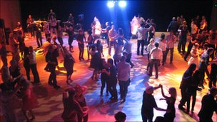 DanceEast salsa night