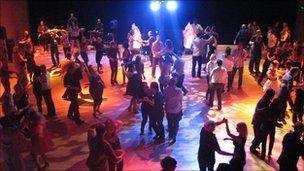 DanceEast salsa night