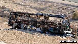 Burned out bus near Eilat, Israel (18 Aug 2011)