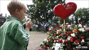A boy blows bubbles at the Oslo Cathedral as people pay their respects to those killed in last month&#039;s bomb and shooting attacks on 21 August 2011