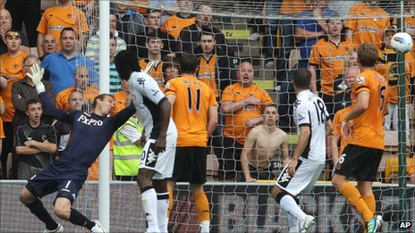 Mark Schwarzer is unable to stop Kevin Doyle's shot