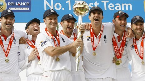 England celebrate winning the series at The Oval
