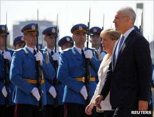 Serbian President Boris Tadic (R) escorts German Chancellor Angela Merkel past an honour guard in Belgrade, 23 August