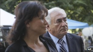 Dominique Strauss-Kahn arrives at court with his wife Anne Sinclair in New York on 23 August 2011