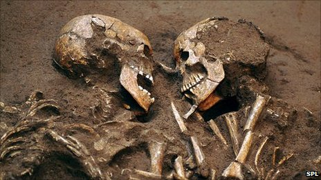 Neolithic skeletons, the Valdaro lovers from Italy
