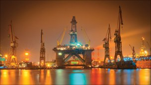 WilPhoenix semi-submersible drilling rig