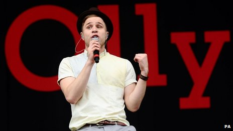 olly murs on course for number one in singles chart bbc newsbeat. Black Bedroom Furniture Sets. Home Design Ideas