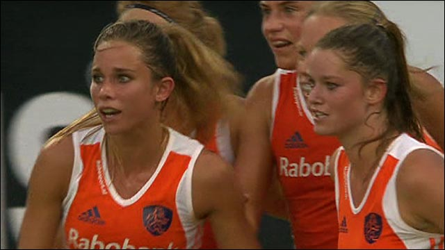 Clinical Dutch end England's EuroHockey hopes in Germany