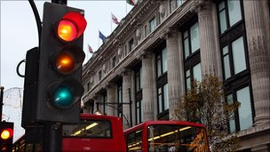 Traffic lights in use on London&#039;s Oxford Street