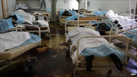 Bodies left on beds at a hospital in Abu Salim (26 August 2011)