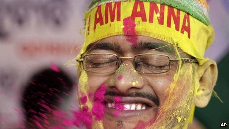 Hazare supporter celebrating, Bubhaneshwar (28 August 2011)