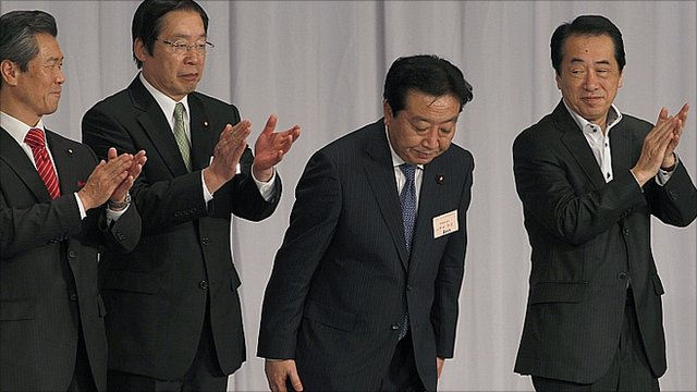 "Yoshihiko Noda, second from right, bows as outgoing Prime Minister Naoto Kan, right, and two of Noda""s contenders, Sumio Mabuchi, left, Farm Minister Michihiko Kano applaud"