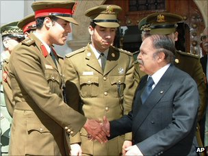 Khamis Gaddafi (left) shakes hands with Algerian President Abdelaziz Bouteflika in Algiers (25 March 2008)