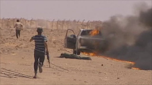 Suspected pro-Gaddafi loyalists flee rebel ambush