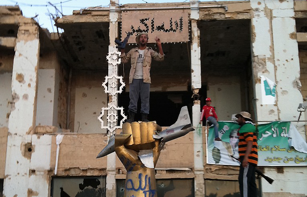 Fist statue in Bab al-Aziziya compound, Tripoli, 23 Aug
