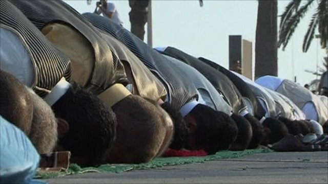 Libyans celebrate Eid al-Fitr in Martyr's Square