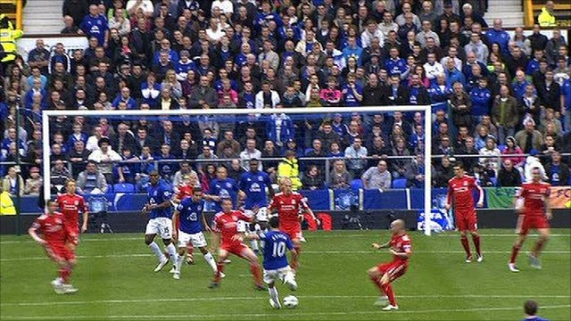Mikel Arteta scores for Everton against Liverpool