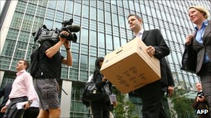Lehman Brothers workers leave London office in 2008