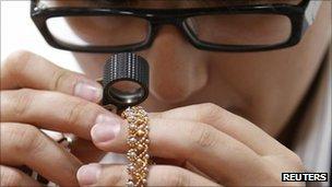 Inspection of jewellery