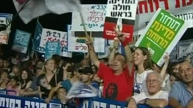 Thousands of protesters in Tel Aviv