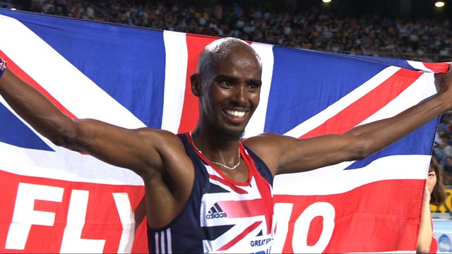 Britain&#039;s Mo Farah wins gold in the 5,000m at the World Championships in Daegu