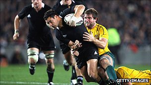 Dan Carter of the All Blacks is tackled by Ben McCalman of the Wallabies
