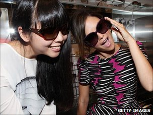 Fashion blogger Susie Lau and actress Rachel Bilson at a launch party in 2010