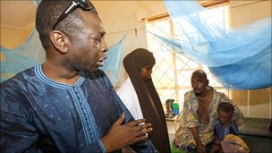 Youssou N'Dour visiting a clinic at the Dadaab refugee camp