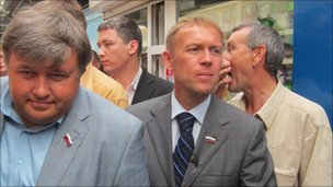 Andrei Lugovoi (second from right) campaigning, file pic