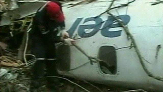 Rescuer is breaking the jet window