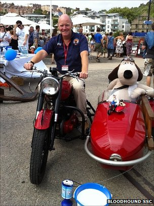 Gromit in sidecar