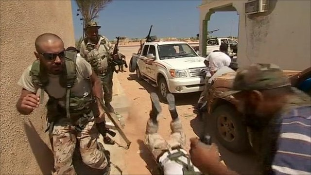 Rebel forces under fire near Sirte