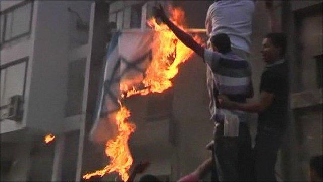 Protesters burn Israeli flag in Cairo