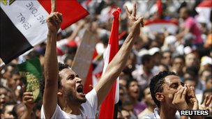 Protesters chant slogans against the government and military rulers after Friday prayers in Tahrir Square in Cairo (Photo: 9 September 2011)