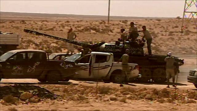Anti-Gaddafi forces on the move to the west of Sirte