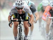 Mark Cavendish winning the 2011 Tour of Britain's eighth stage